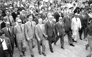 La comitiva recorre la avenida 25 de Mayo