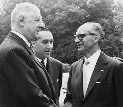 Arturo Frondizi se encuentra con el presidente de Francia, Charles De Gaulle