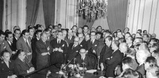 El presidente Frondizi junto a su gabinete