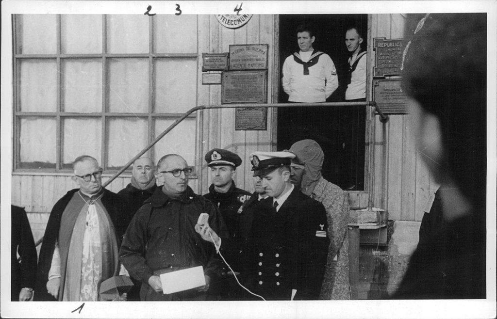 Discurso del Presidente Arturo Frondizi en la Isla Decepción {Foto del Archivo General de la Nación}