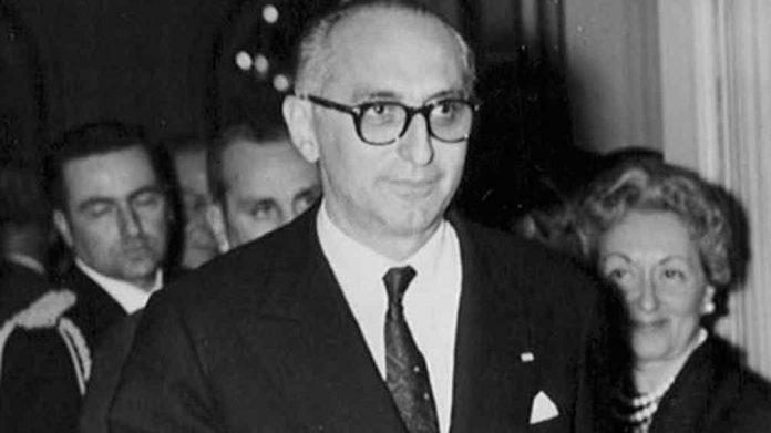 El presidente Arturo Frondizi.
