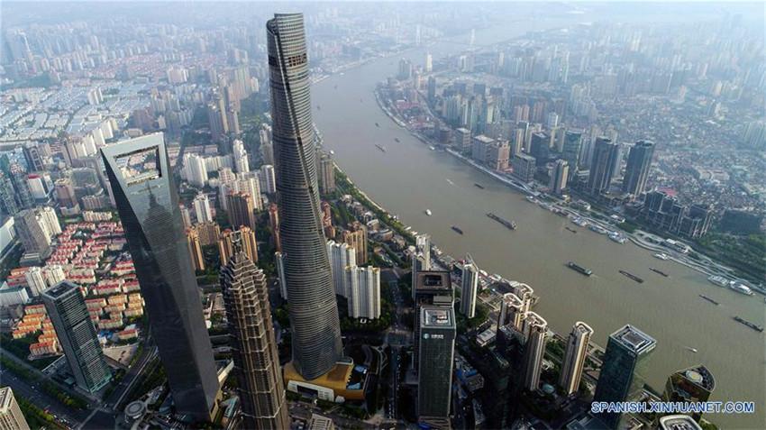 Vista aérea de Lujiazui en Shanghai, en el este de China