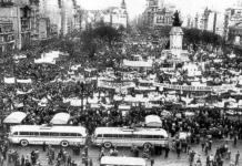 Manifestación frente al Congreso Nacional a favor de la libertad de enseñanza en 1958